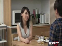 夫婦の秘めごとが無くて欲求不満な貧乳若妻!夫の友達に迫ってセックスしちゃってるひとずま動画あげ