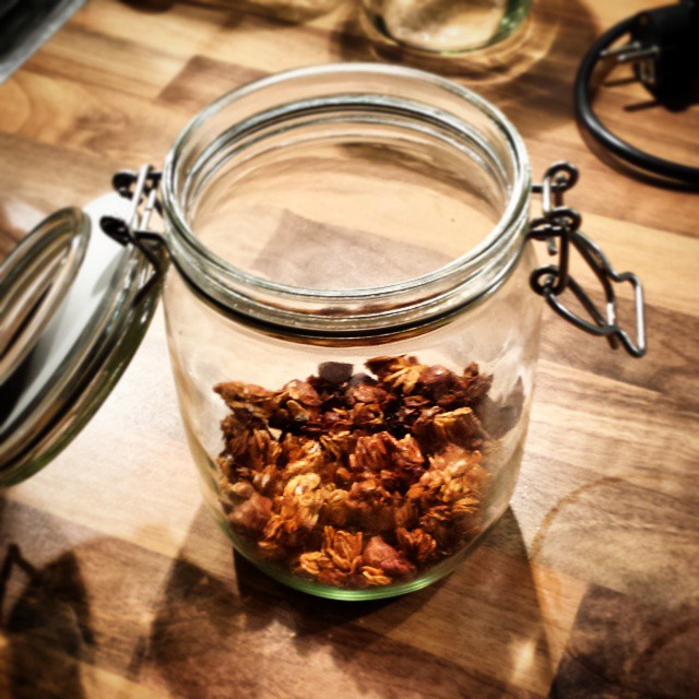 Yesterday this granola jar was still full. We all know I have zero self-controll but today I blame you 👉 @thebigmansworld #granolaaddict #granola #foodporn #yummy #toogoodtoobetrue #bythejar #Iclearlylackselfcontrol #Idontgiveafuckaboutcalories #Imadeitforthehubby #butateitmyself