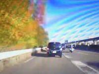 合流で急停車した車のせいで(´・_・`)ギリギリ止まれたけど後ろから追突されたドラレコ。