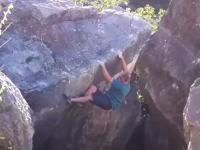 天然岩をボルタリング中に岩が崩れて重傷を負った男性のビデオ。