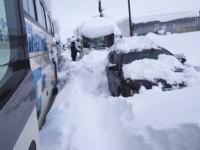 福井県大雪。国道8号線で雪に埋まってしまった車たちを撮影したビデオ。