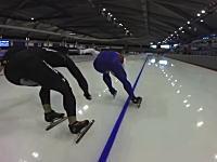 スピードスケートの選手目線で見る1周(400メートル)アタックのビデオ。