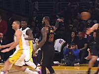 動画を見てるこっちも騙された。NBAレブロン・ジェームズのノールックパスが美しすぎる。