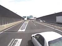 トラトラ動画。配達の帰りにTOYOTAのセダンに怖い事をされたドライブレコーダー。