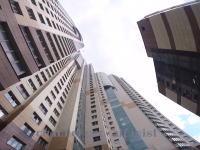 高層ビル47階の屋上から380kgもの重量物を落としてしまった事故のビデオ。