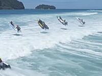 塩化ビニールボートでサーフの大波に挑むレースが面白い。サンダーキャットレーシング・サーフクロス