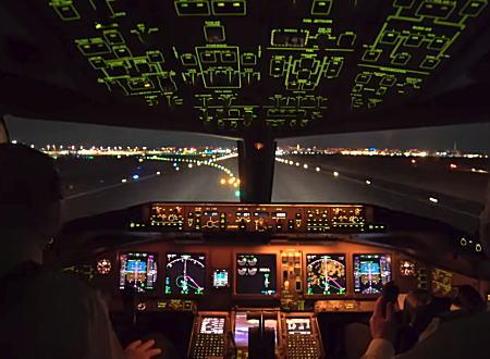 ワクワクする。東京羽田空港から離陸、着陸するボーイング777のコクピット映像。
