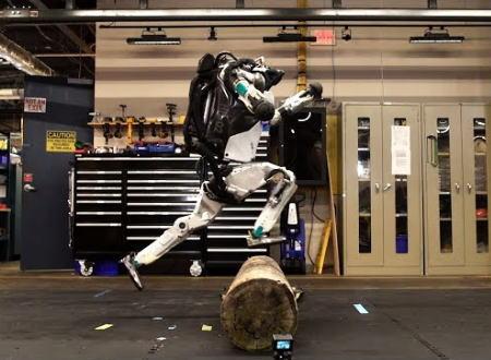 ボストン・ダイナミクスの人型ロボット、めちゃくちゃ軽やかになる。新型ペッパー君