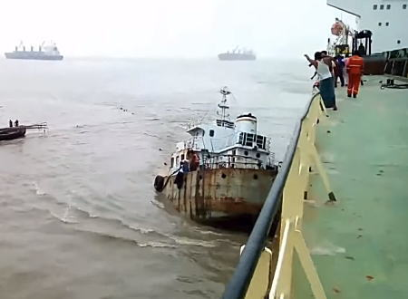 混雑する航路での事故。この沈没で4名の乗組員が行方不明になったらしい(@_@;)