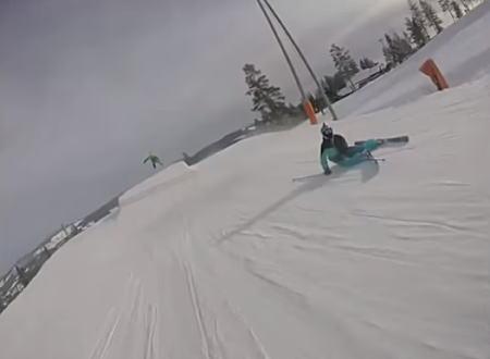 直撃してる。スノーボードでキッカーを飛んだ先に小さな子供が転がっていたら。