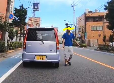 軽自動車に乗った青ポロシャツの逆あおり運転。なにが気に食わなかったんだろう?