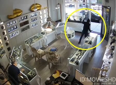 店主の目の前でかよwww無謀すぎるアメリカの宝石店強盗の防犯カメラ映像。