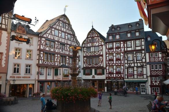 Marktplatz v Bernkastel-Kues