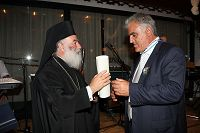 Ο Πατριάρχης απονέμει τον πάπυρο