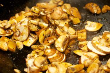 Zelfgemaakte champignonsaus 5