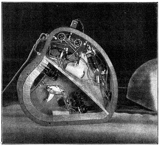 The Ondium with back cover removed showing control levers and tone generators. (from 'Un appareil de musique radioélectrique; l'ondium Péchadre' by E. WEISS.)