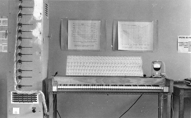 Landrieu's electronic organ (based on a design by Hubert Vuylsteke).