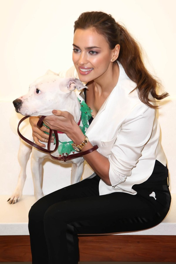 irina_shayk_dog_hot_4