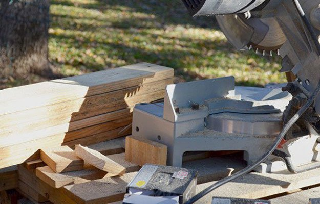 Cutting Pallets | Build A Homemade Pallet Smoker