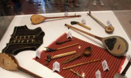 110 vegla të lashta muzikore të koleksionistit Mark Luli, në MHK
