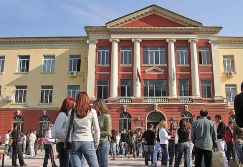 Universitetet publike- Nis regjistrimi i fituesve