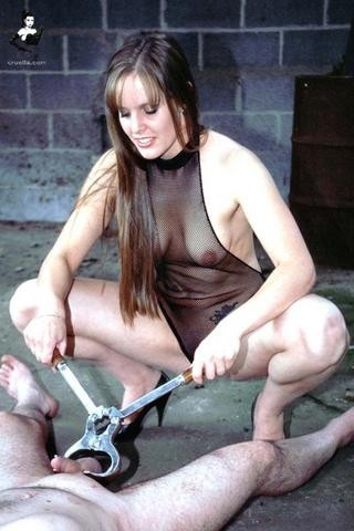 women performing castrations