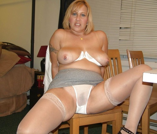 wife with no panties