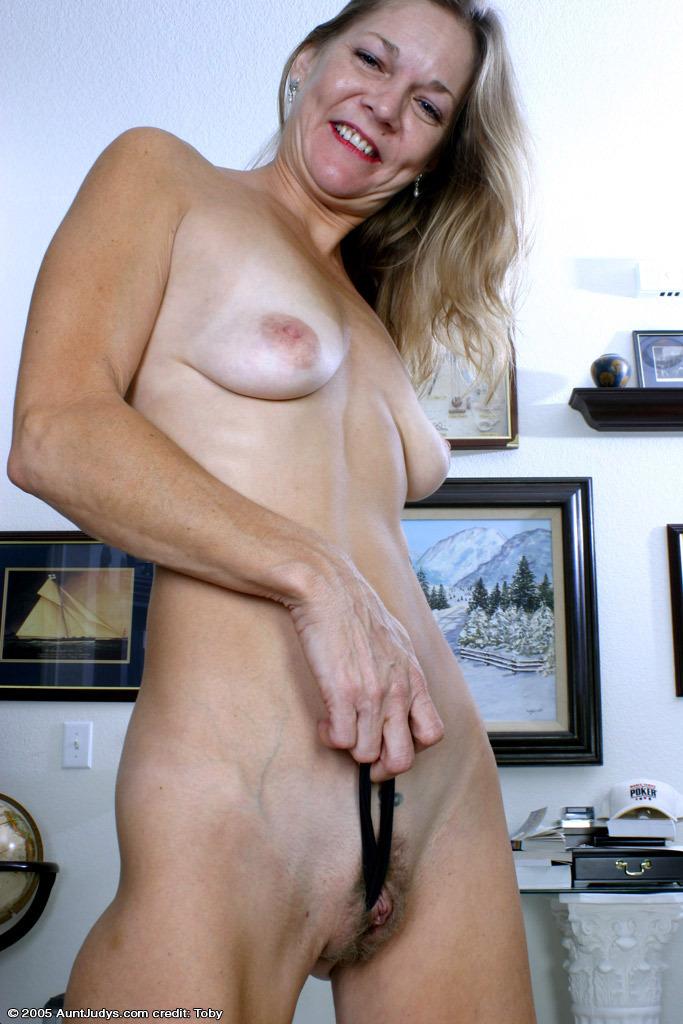 real amateur hairy mom tan line