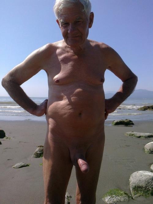regular naked guys pissing tumblr
