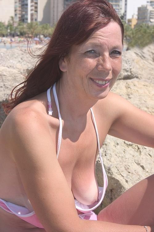 mom saggy tits blowjob
