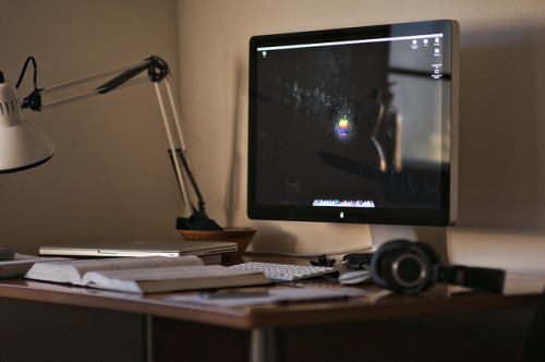 Apple Cinema Display by Neil1138 on Flickr.