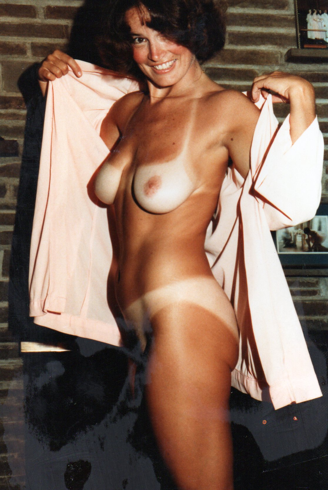 naked with tan lines
