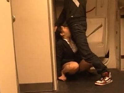 飛行機で隣の席の巨乳ポニーテールOLに痴漢して泣いても物陰でブチ犯すwwwwww