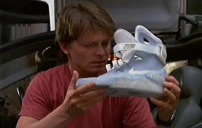 BTF2の自動靴ひも調節スニーカーをナイキが発表キタ━(゚∀゚)━! …バック・トゥ・ザ・フューチャー「The2015NikeMag」オークション限定数販売