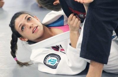 この女子格闘家 試合中に乳みえすぎなんだが・・・<動画像>ブラジリアン柔術家マッケンジー・ダーン(MACKENZIE DERN)
