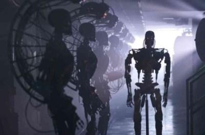 自律学習型(AI)ロボットが脱走した結果…ロシア研究所