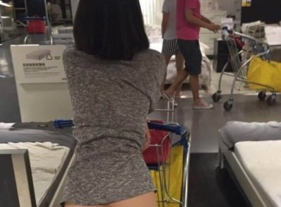 中国IKEAに全裸ヘンタイ露出女あらわる<画像>下半身まる出しで買い物する女性が騒動に 警察捜査へ