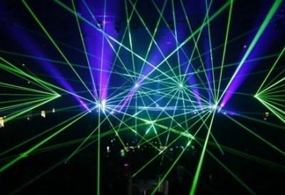 ほんとに危険なレーザー光線 クラブでiPhoneカメラに直撃した瞬間の映像