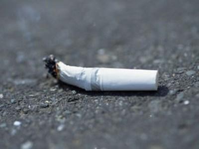【天罰】タバコを路上ポイ捨てした男の末路 → GIfと動画
