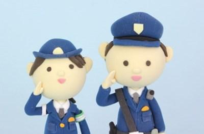 警 察 官 に 敬 礼 す る と 必 ず 返 し て く れ る 理 由