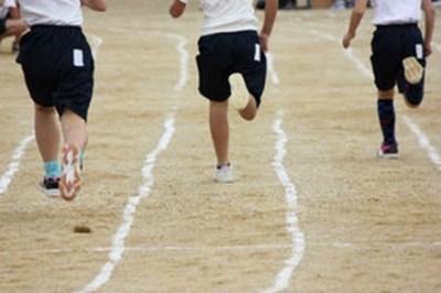 【画像】最近の小学生の『運動靴』が凄いことになっとるwwwwwwww