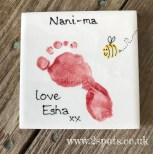 Painted tile with a toeprint bee