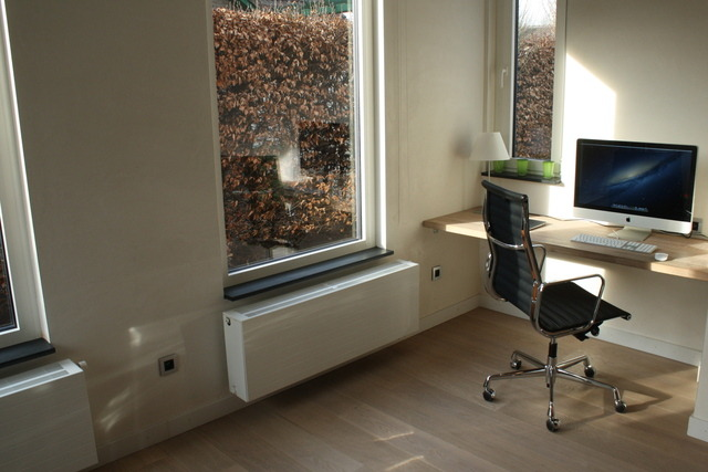 ∞ Before and After: Now, finally with a Eames chair! The perfect mix of beauty and comfort. Via Mac Pix.
