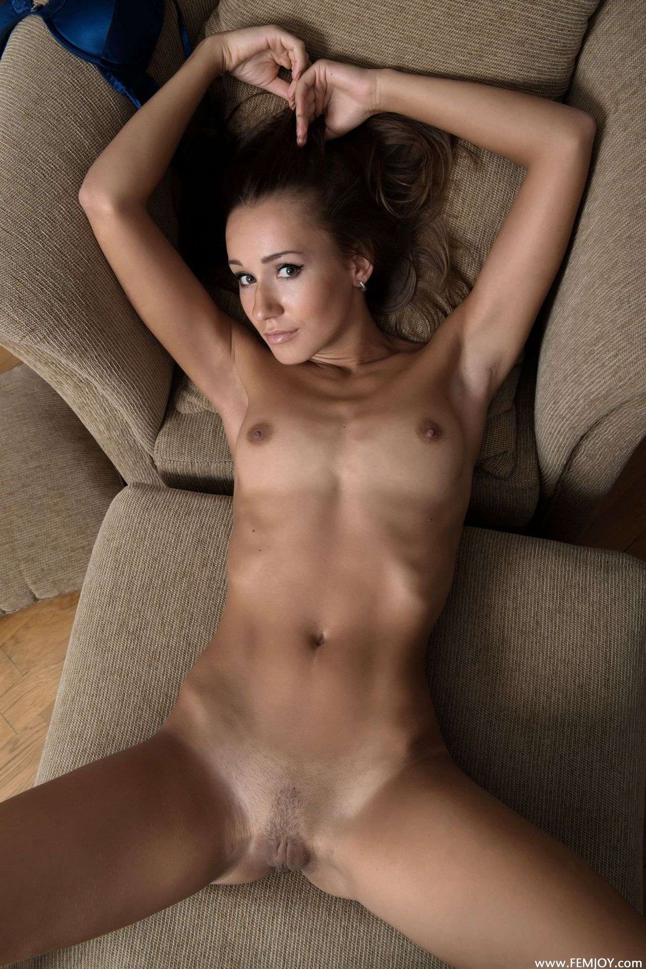 entice nude exotic dancer