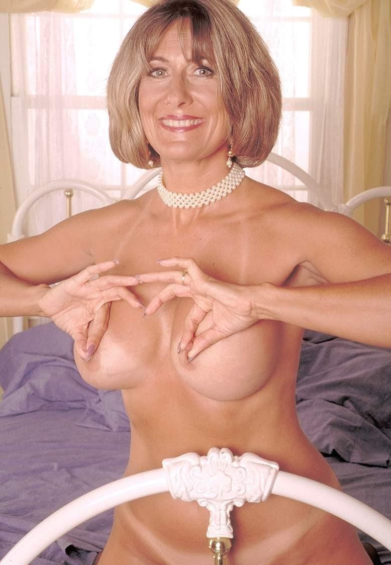 demure nude sexy women