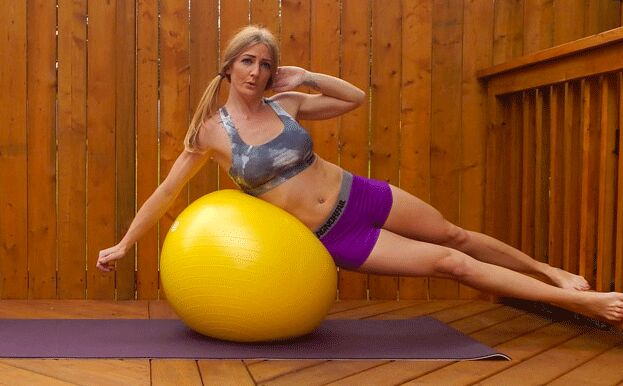 exercise-ball-oblique-crunches