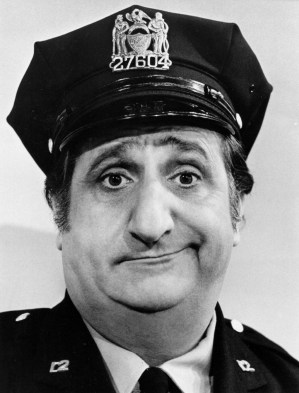 Al_Molinaro_Murray_the_cop_Odd_Couple_1974