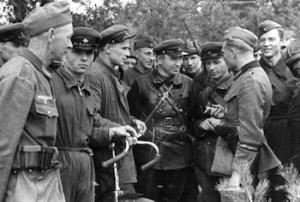 Soviet_and_German_Troops