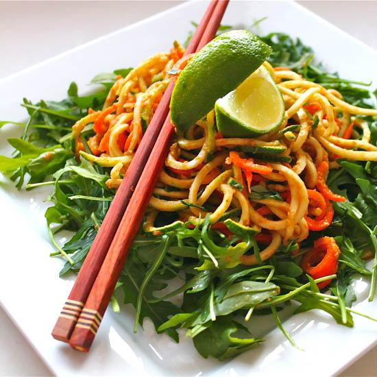 italiensk-raw-spaghetti-med-tomatsaus