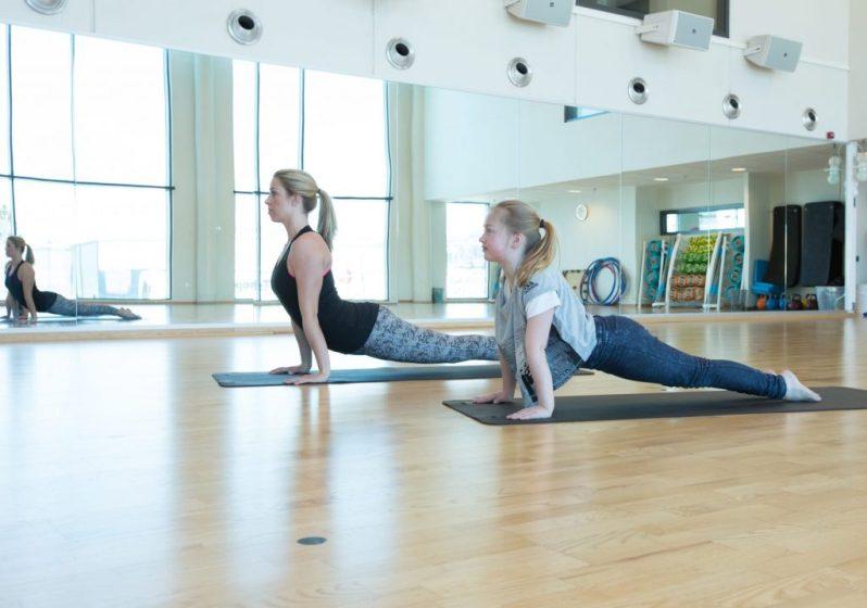 260216_3t_yoga-med-barn_4787